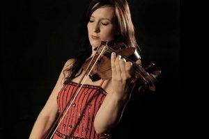 Nina Ulli spielt Violine