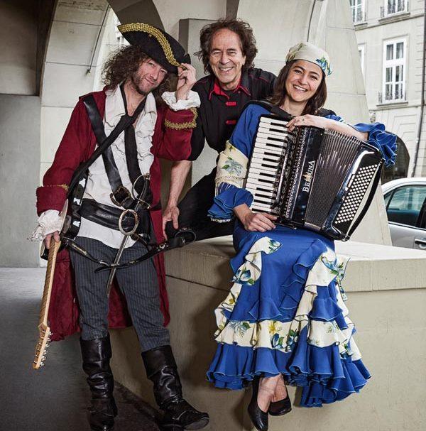 Kinderkonzert Roland Zoss mit Band als Piraten