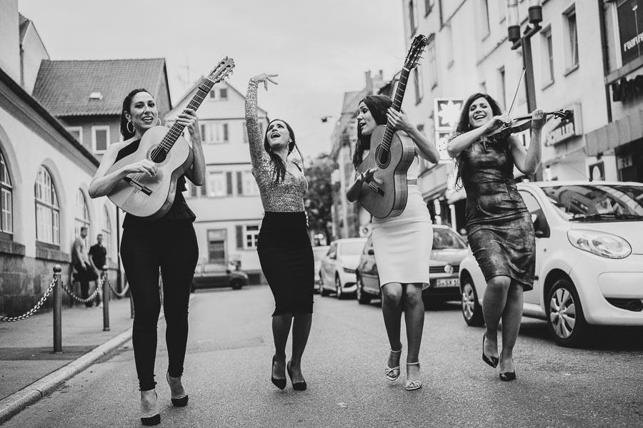 Flamenco-Quartett Las Migas, tanzend auf der Strasse